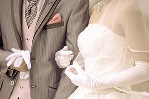 """よく考えるとチョットおかしい?""""伝統的""""な結婚式&葬式の常識"""